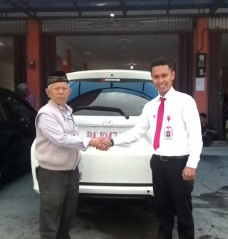 Sales Marketing Mobil Dealer Honda Bukittinggi Rio Sutan