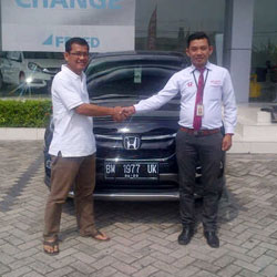 sales-marketing-mobil-dealer-honda-pekanbaru-ari