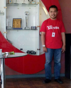 sales-marketing-mobil-dealer-toyota-bangkalan-fredi