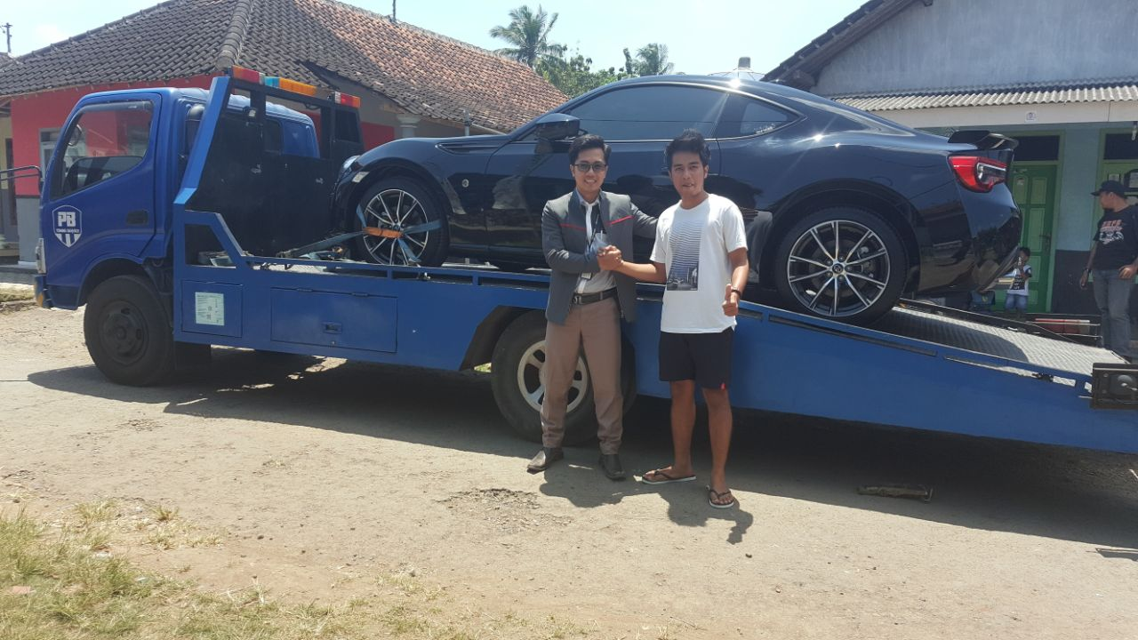 Sales Marketing Mobil Dealer Toyota Banyuwangi Ari