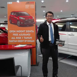 sales-marketing-mobil-dealer-toyota-bojonegoro-rozi
