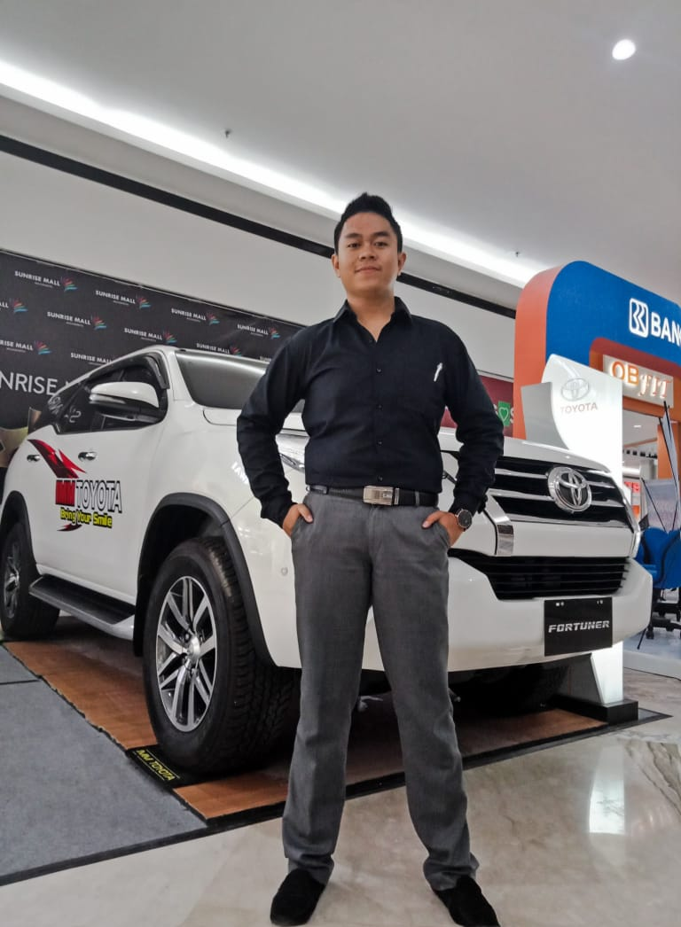 Sales Marketing Mobil Dealer Toyota Eky
