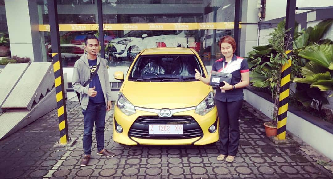 Sales Marketing Mobil Dealer Toyota Ettu