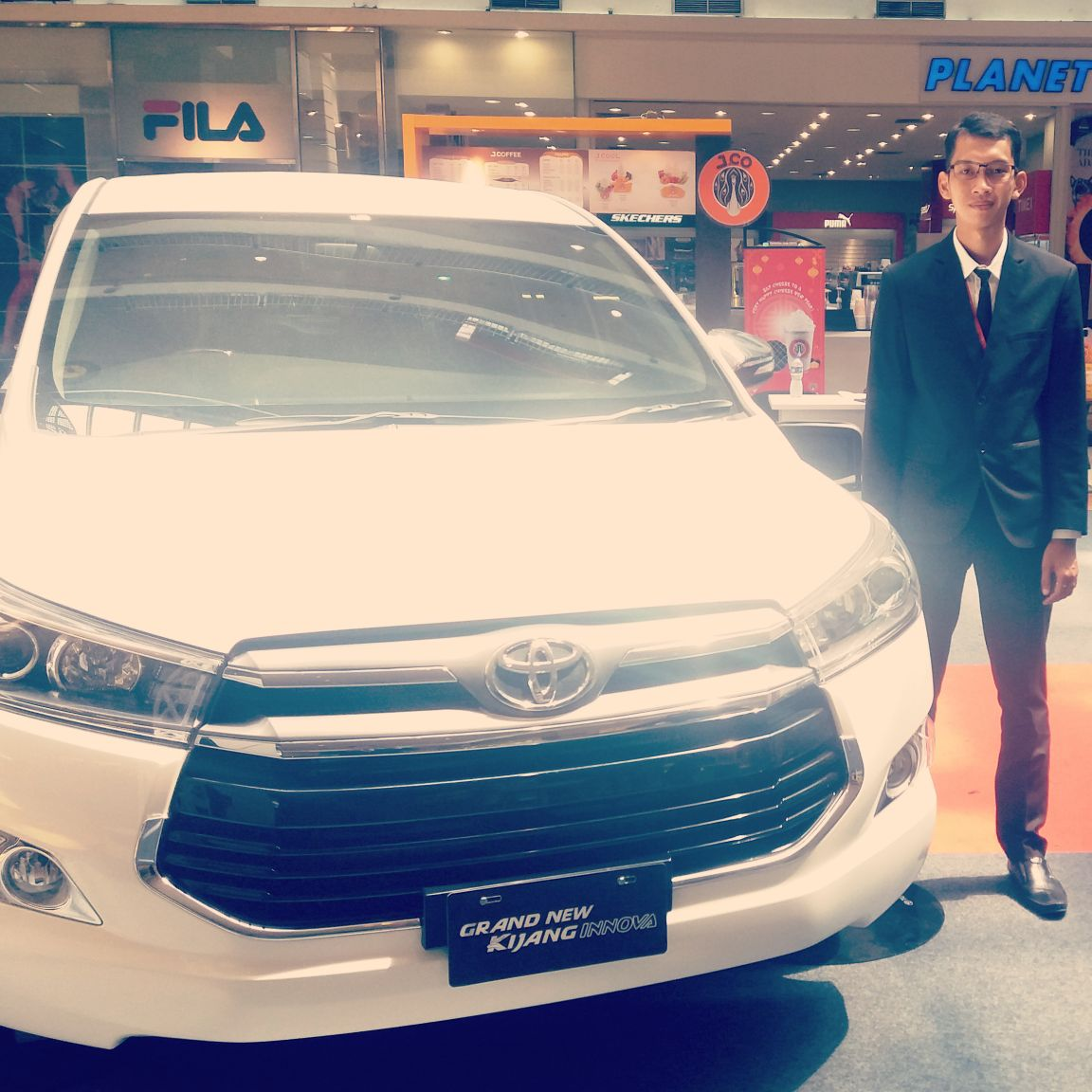 Sales Marketing Mobil Dealer Toyota Galih