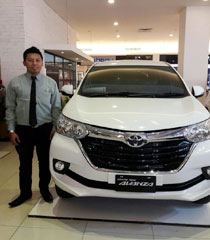 Sales Marketing Mobil Dealer Toyota Trenggalek Safriel Makhrizal