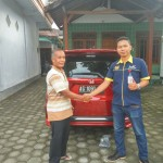 Foto Penyerahan Unit 2 Sales Marketing Mobil Dealer Honda Kediri Satria