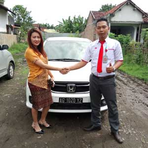 Sales Marketing Mobil Dealer Honda Kediri Satria