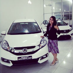 Sales Marketing Mobil Dealer Honda Nganjuk Eva