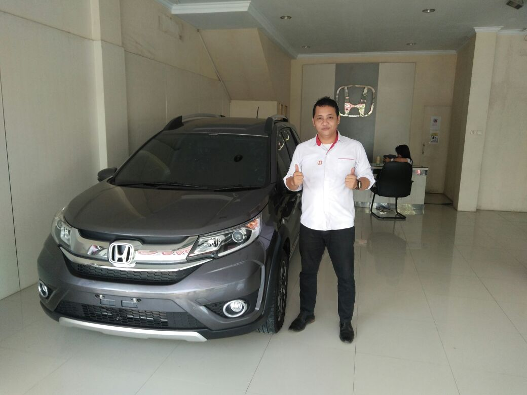 Sales Marketing Mobil Dealer Mobil Honda Rangkasbitung Wahyudin