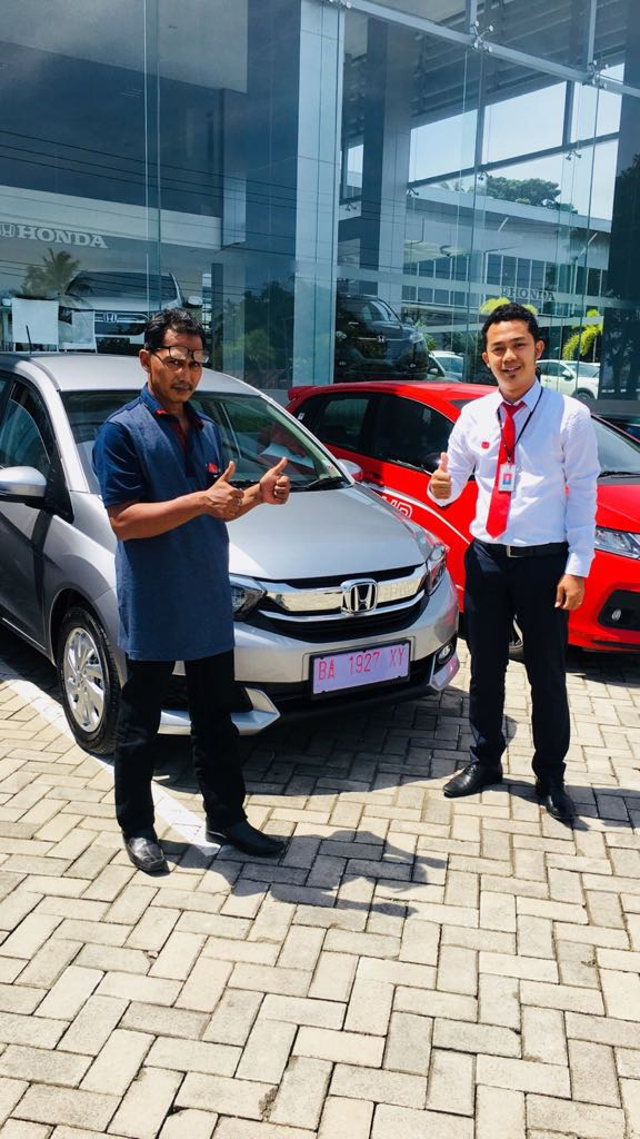 Sales Marketing Mobil Dealer Honda Padang Ilwan