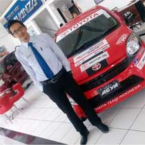 Sales Marketing Mobil Dealer Toyota Purwokerto Arif Yulianto