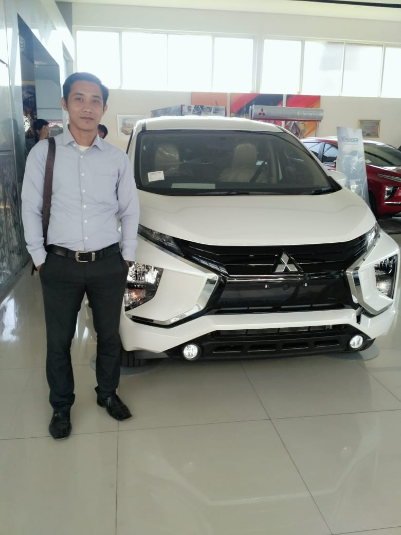Sales Marketing Mobil Dealer Mitsubishi Tio