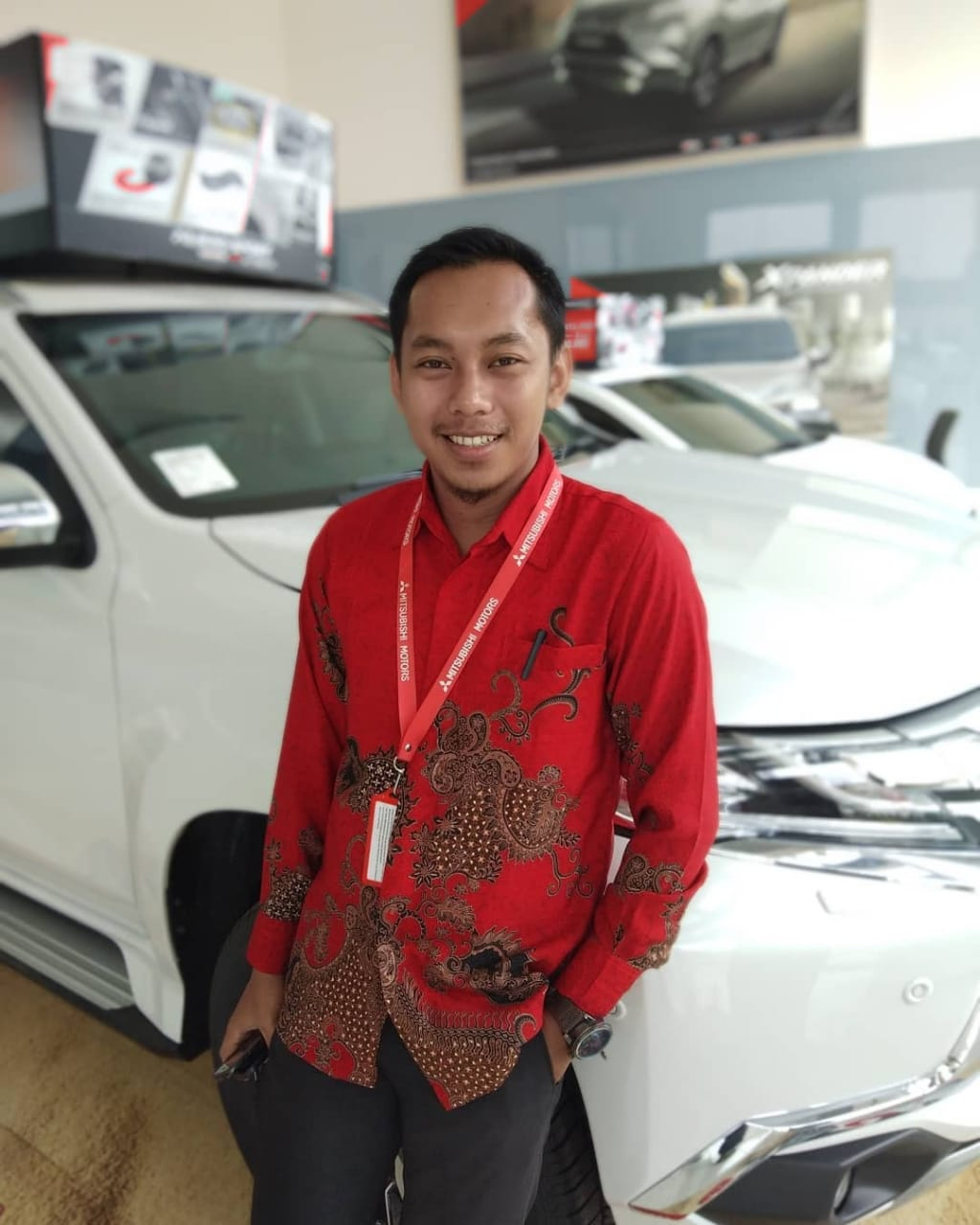 Sales Marketing Mobil Dealer Mitsubushi Adam