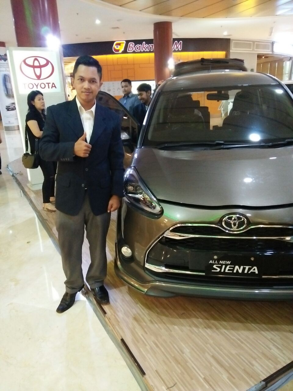 Sales Marketing Mobil Dealer Toyota Didik
