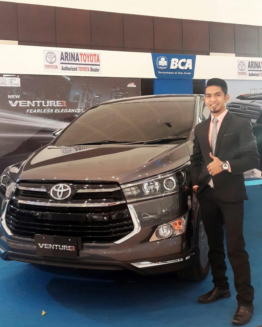 Sales Marekting Mobil Dealer Toyota Taufan