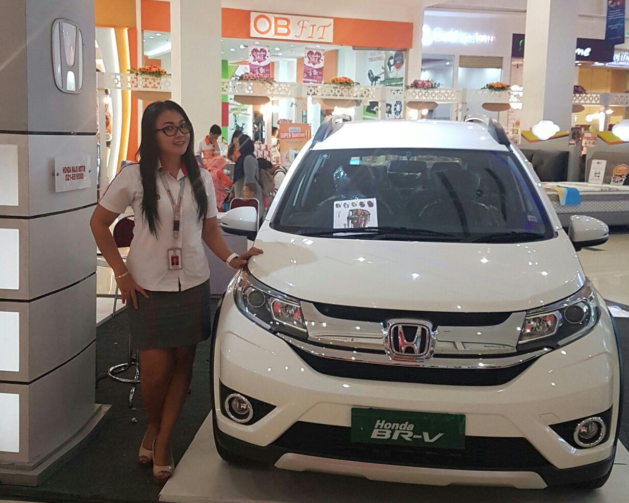 Sales Marketing Mobil Dealer Honda Bekasi Widia