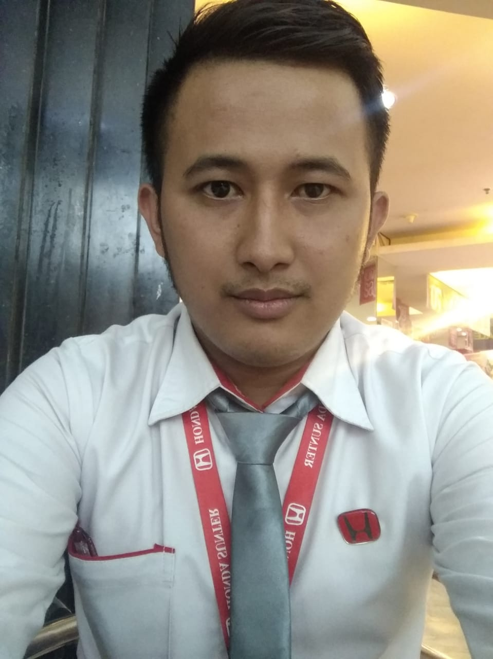 Sales Marketing Mobil Dealer Honda Erik