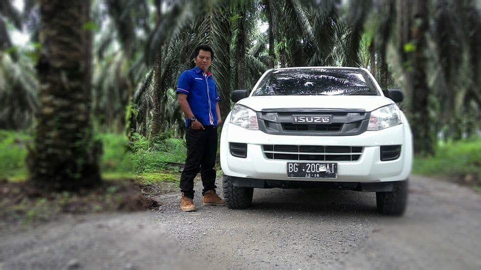 Sales Marketing Mobil Dealer Isuzu Padang Romi