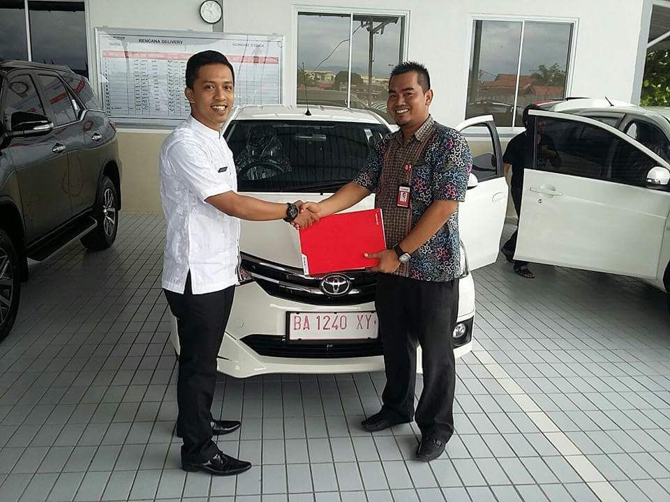Sales Marketing Mobil Dealer Toyota Eko