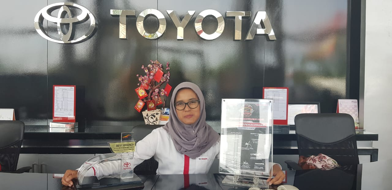 Sales Marketing Mobil Dealer Toyota Feni