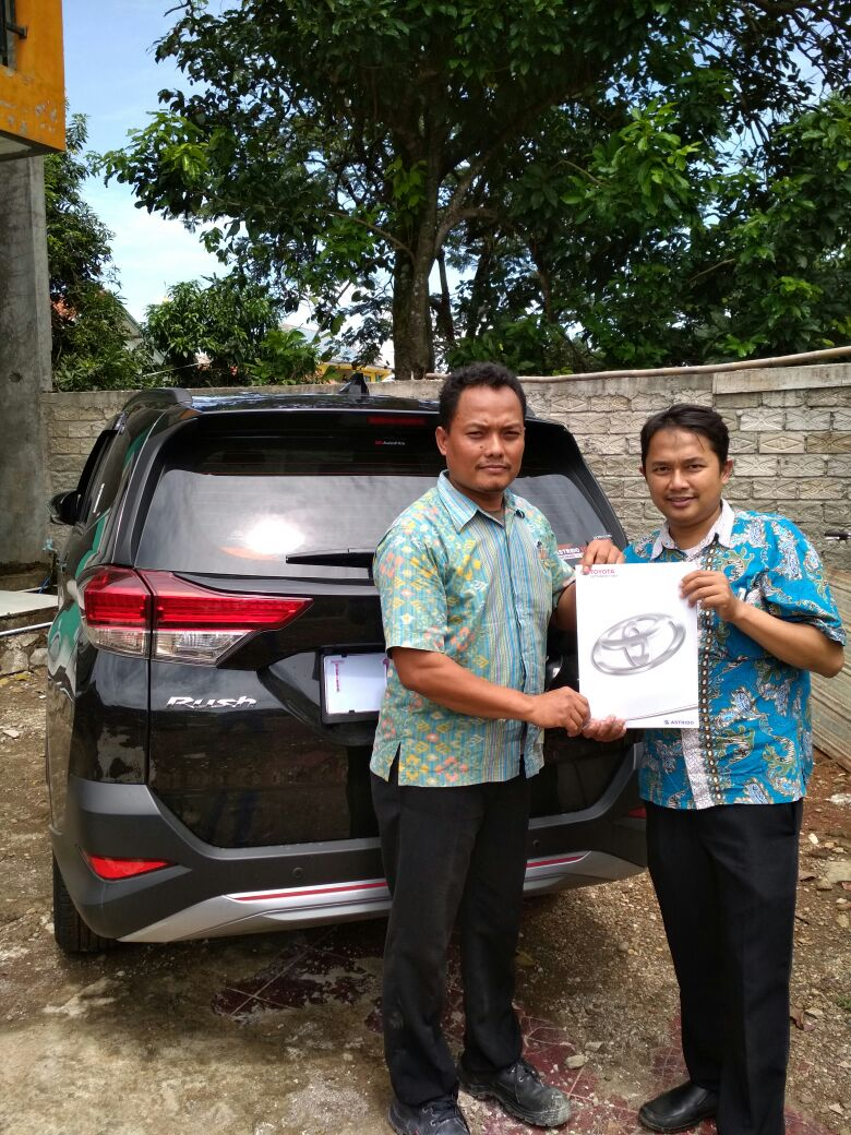 Sales Marketing Mobil Dealer Toyota Ilham