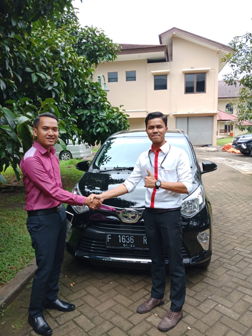 Sales Marketing Mobil Dealer Toyota Izul