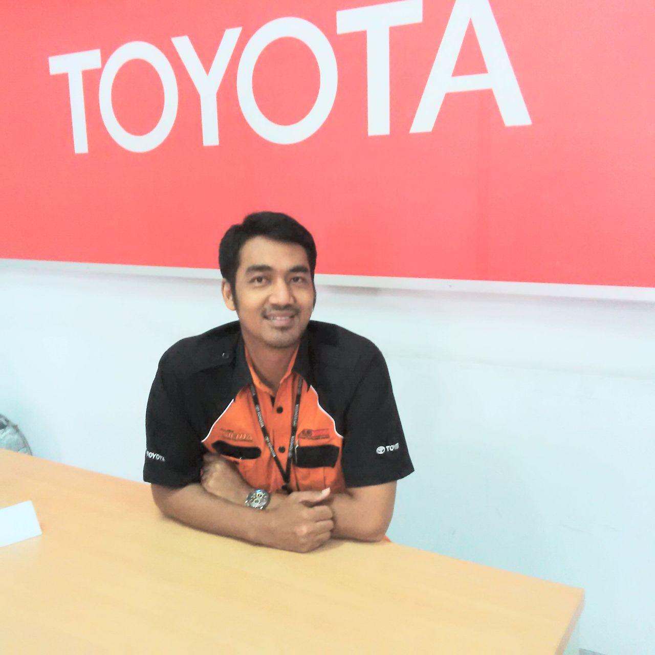 Sales Marketing Mobil Dealer Toyota Lani