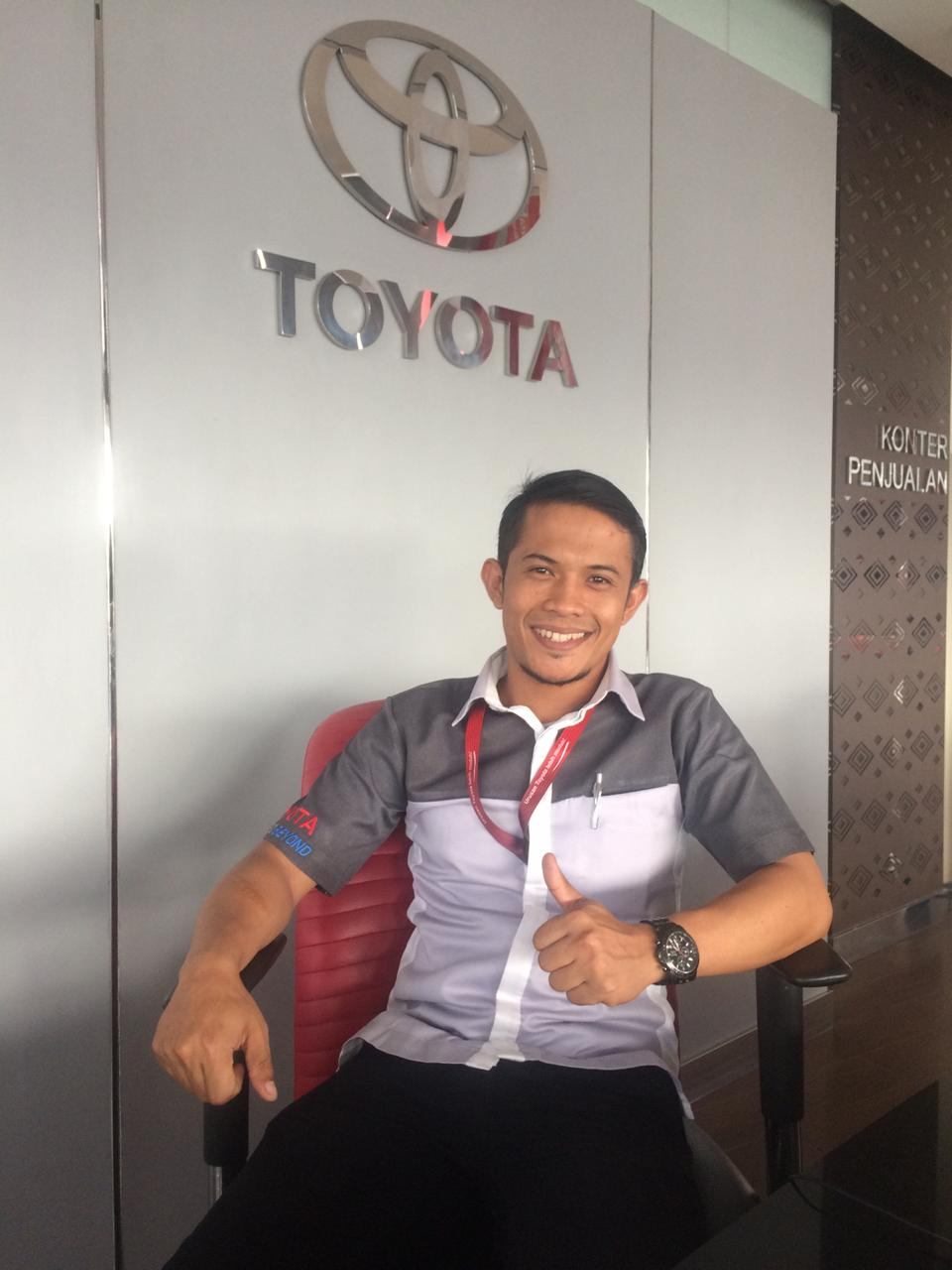 Sales Marketing Mobil Dealer Toyota Padang Rio