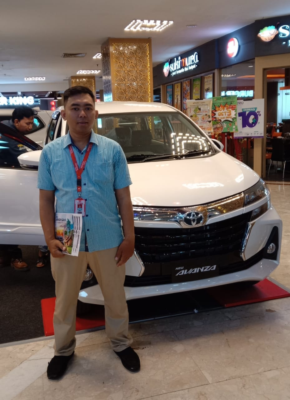 Sales Marketing Mobil Dealer Toyota Risqy