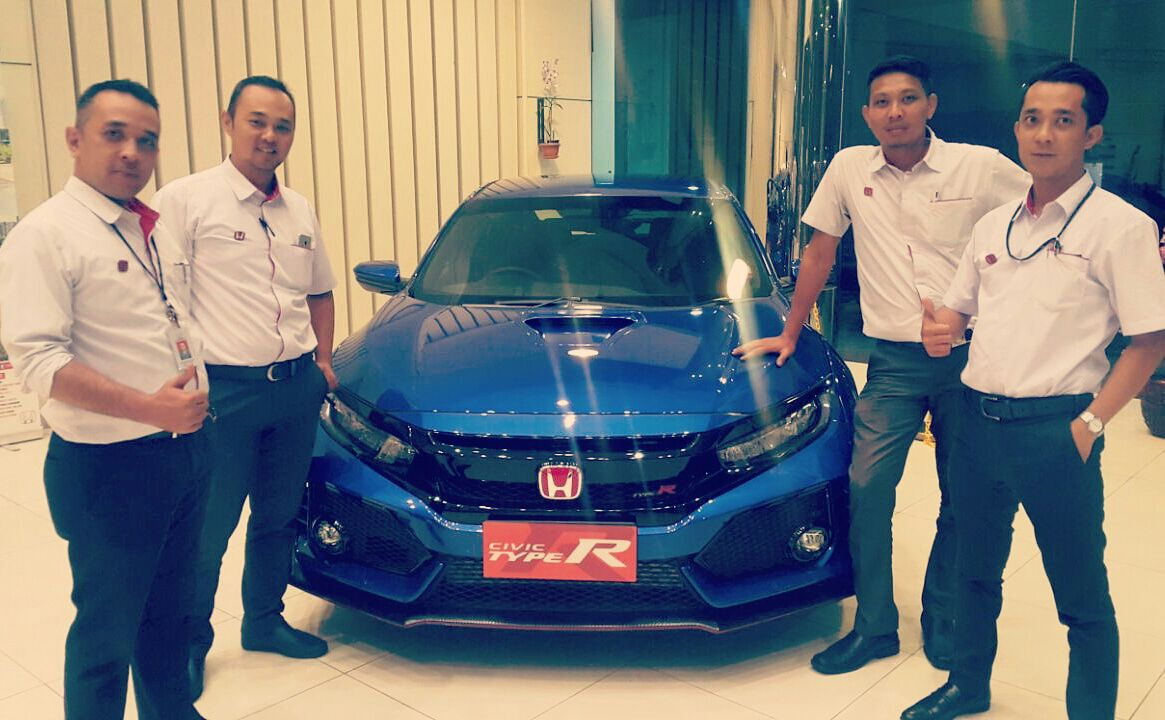 Sales Marketing Mobil Dealer Honda Purwakarta Aris
