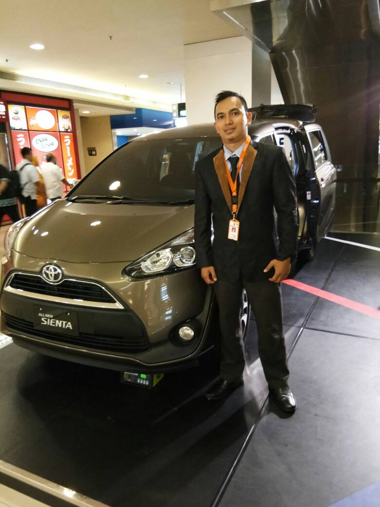 Sales Marketing Mobil Toyota Apri