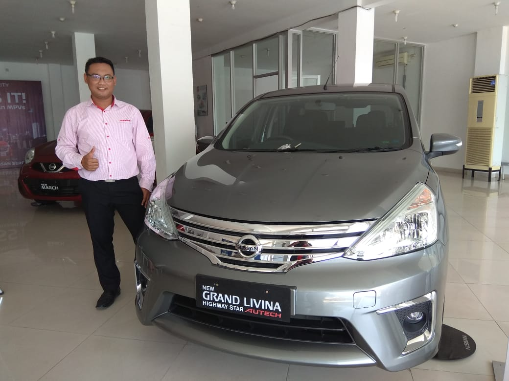 Sales Marketing Mobil Dealer Nissan Lucky