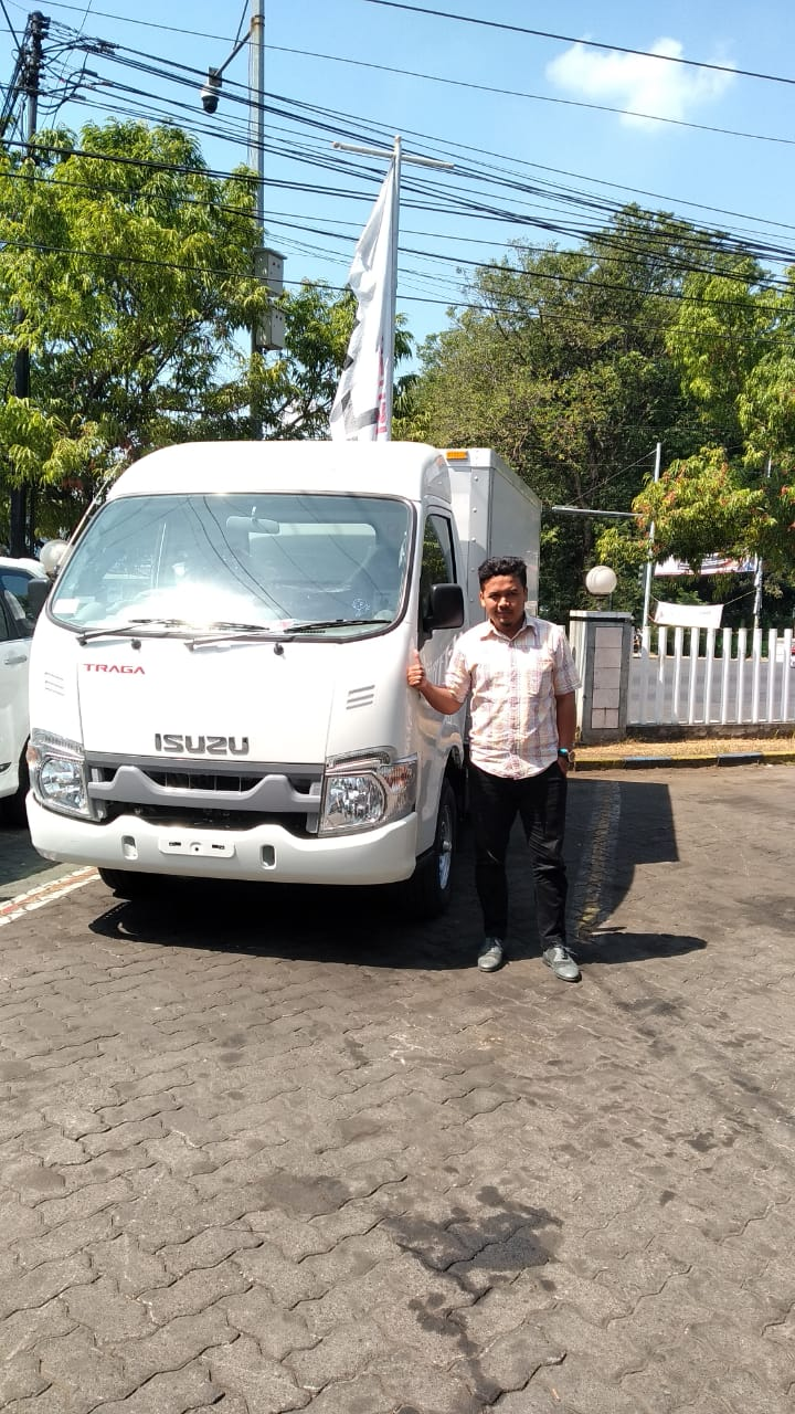 Sales Marketing Mobil Dealer Isuzu Luqman