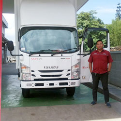 sales-marketing-mobil-dealer-isuzu-Sumedang-sarif