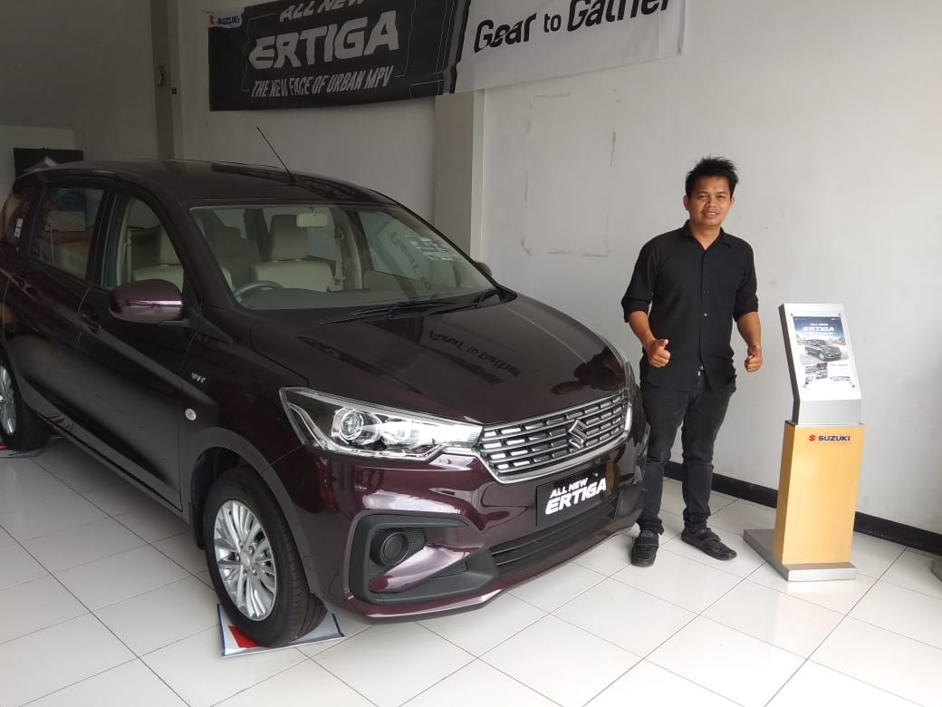 Sales Marketing Mobil Dealer Suzuki Naim