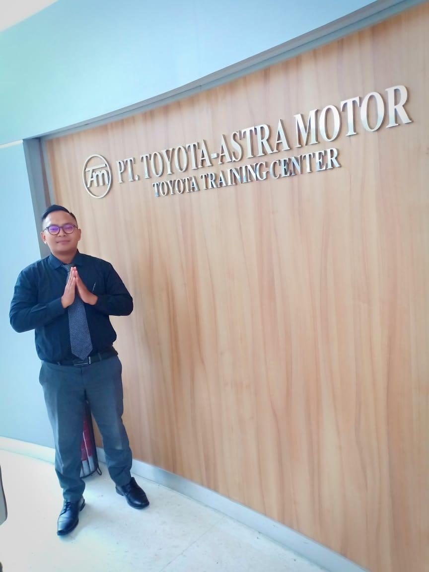 Sales Markeitng Mobil Dealer Toyota Reza