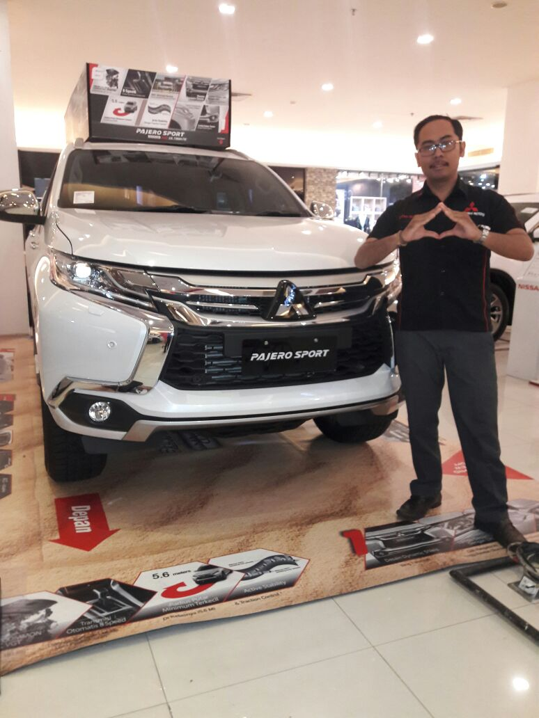 Sales Marketing Mobil Dealer Mitsubishi Iwan