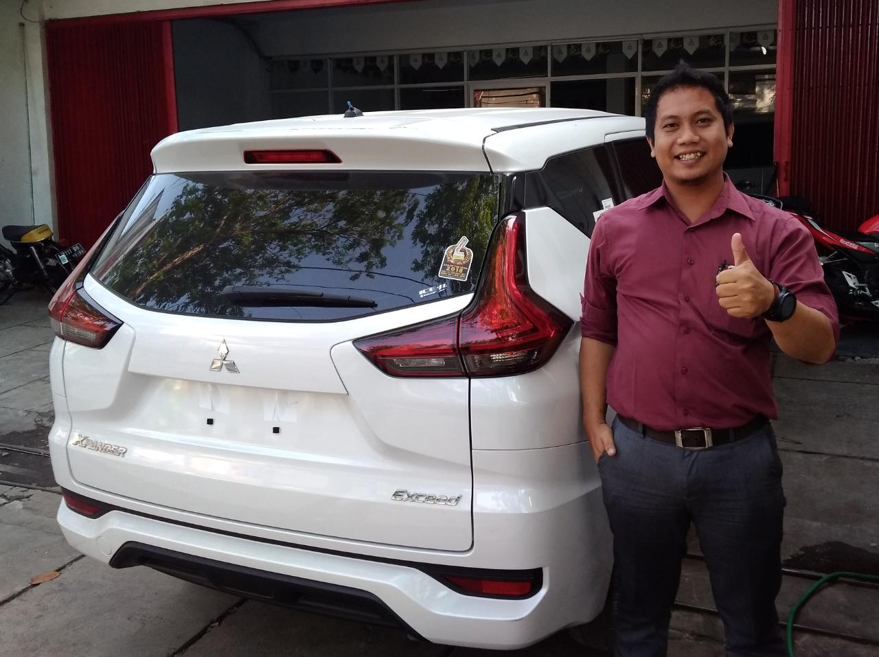 Sales Marketing Mobil Dealer Mitsubishi Leo