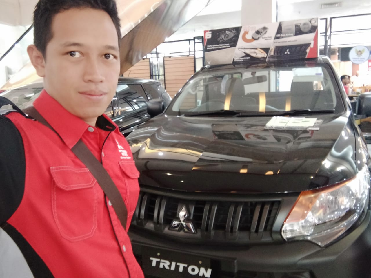 Sales Marketing Mobil Dealer Mitsubishi Mefti