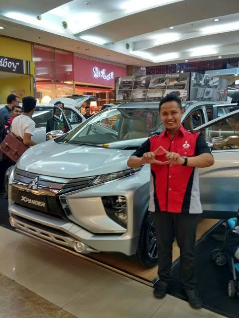 Sales Marketing Mobil Dealer Mitsubishi Mizan