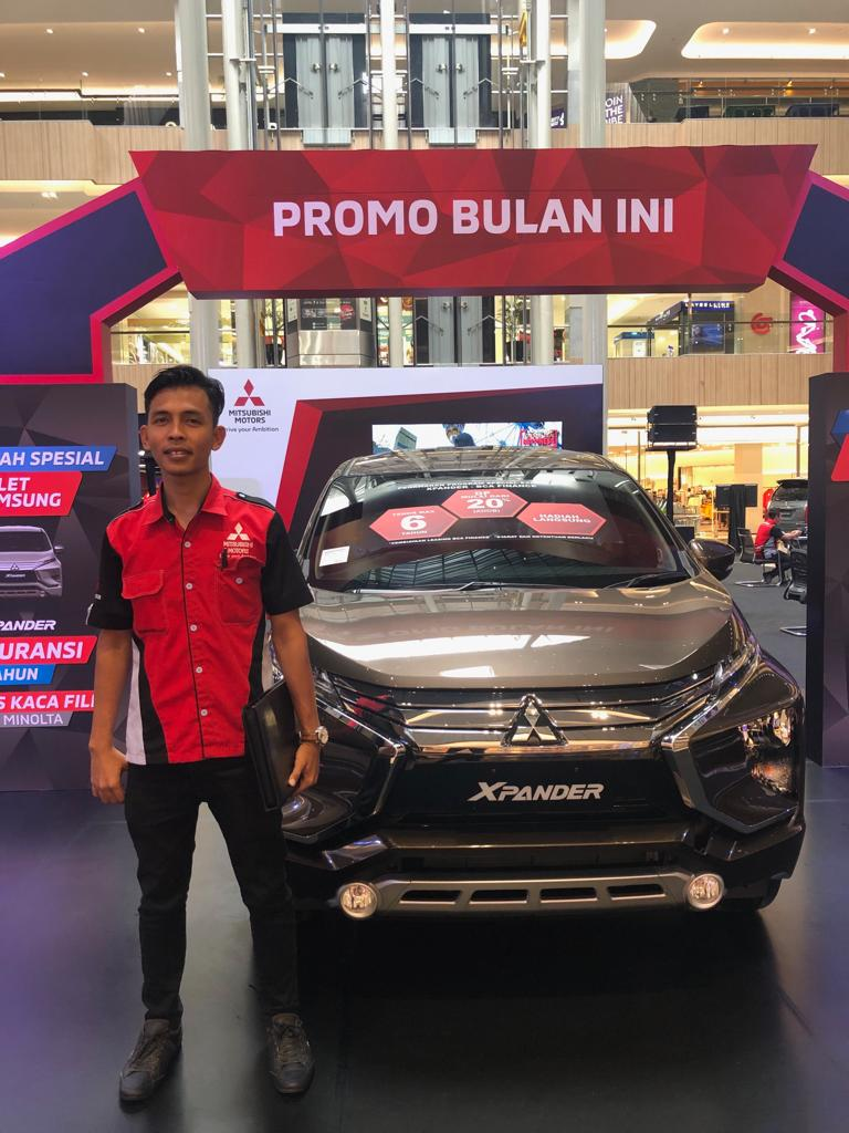 Sales Marketing Mobil Dealer Mitsubishi Mujib