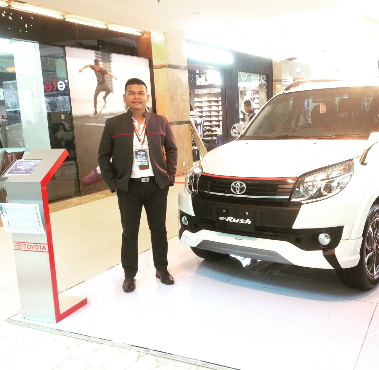 Sales Marketing Mobil Dealer Toyota Pekanbaru