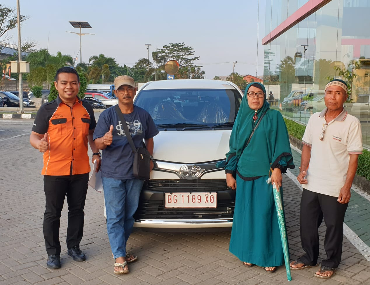Sales Marketing Mobil Dealer Toyota Rio
