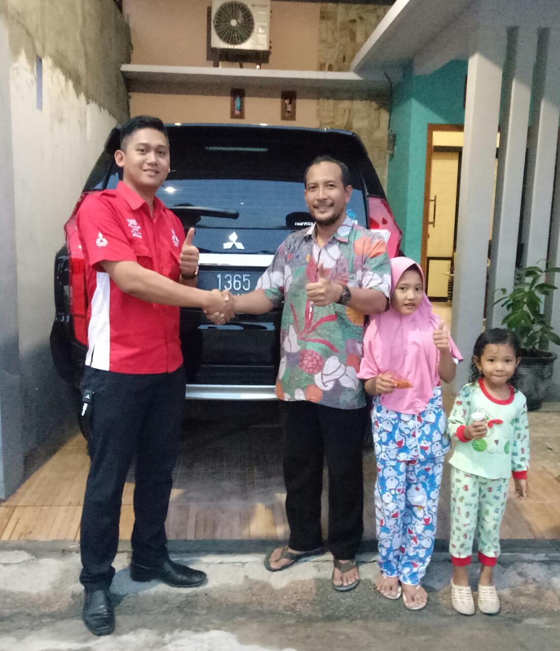Sales Marketing Mobil Mitsubishi Helmi