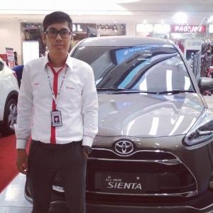 Sales Marketing Mobil Toyota Bobby