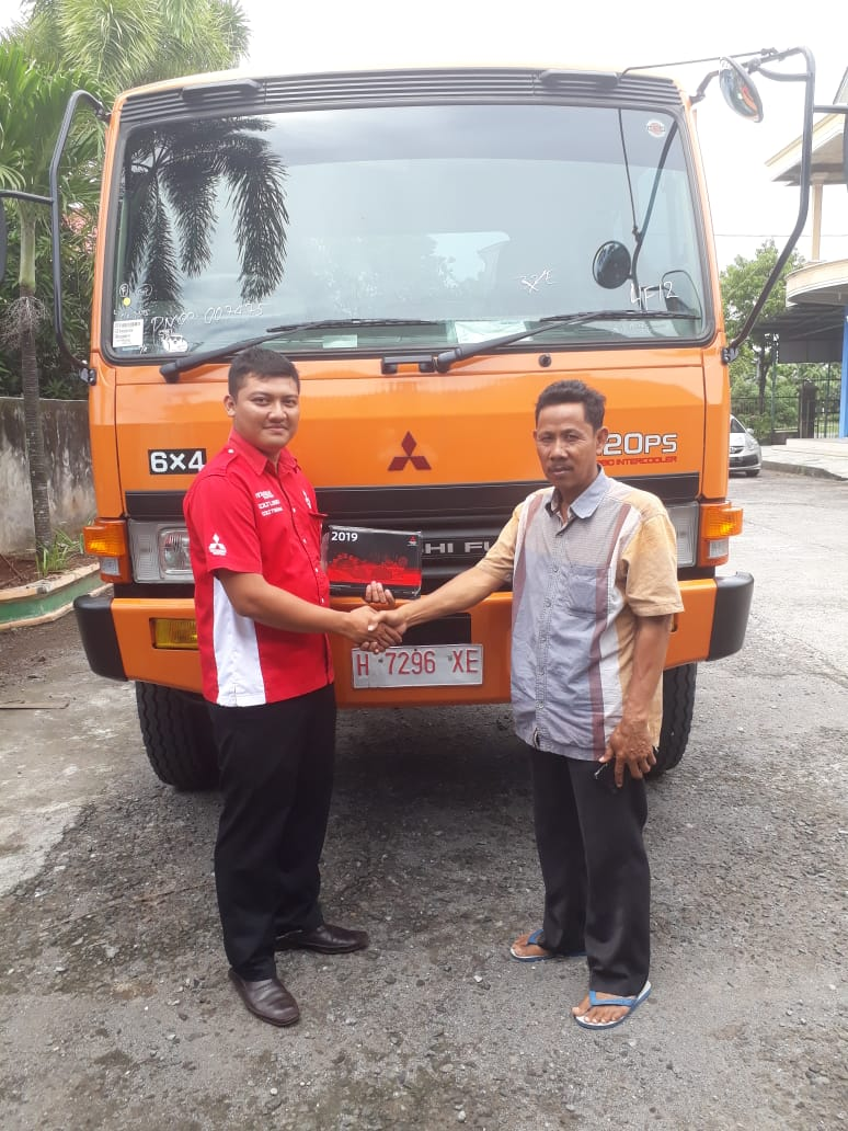 Sales Marketing Mobil Dealer Mitsubishi Deni