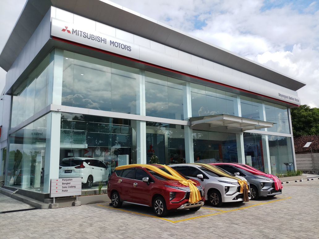 Sales Marketing Mobil Dealer Mitsubishi Yunita