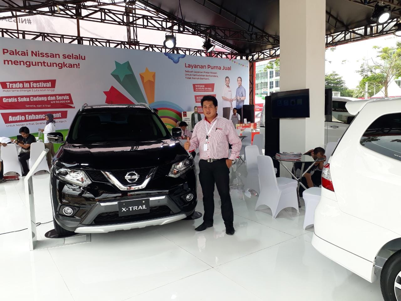 Sales Marketing Mobil Dealer Nissan Christian