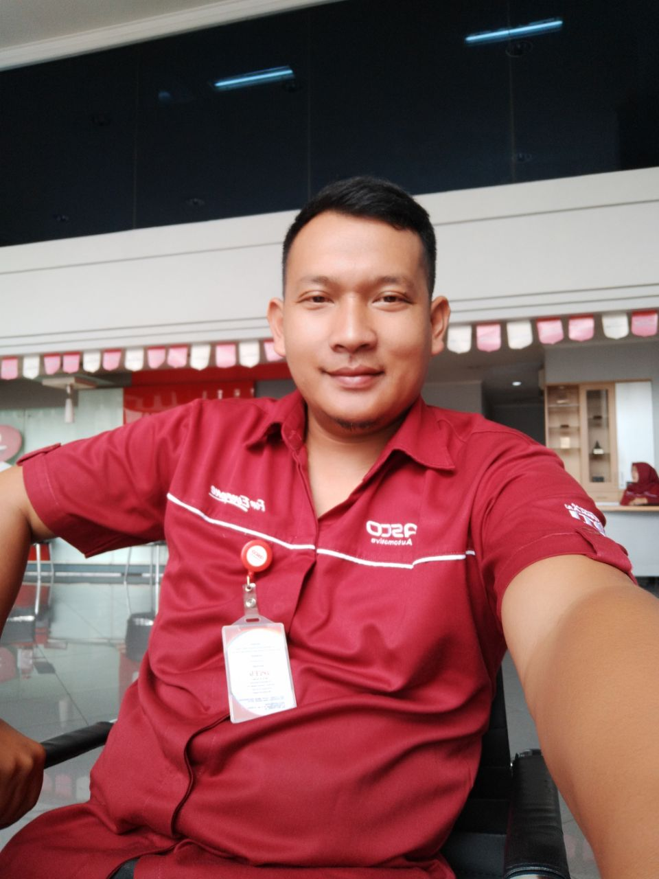 Sales Marketing Mobil Dealer Isuzu Sarif
