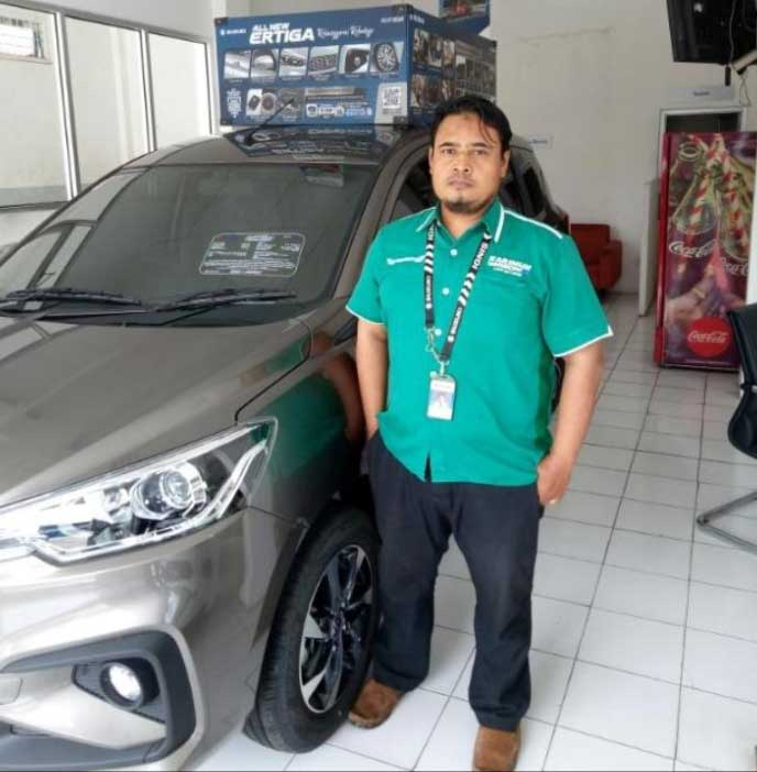 Sales Marketing Mobil Dealer Suzuki Taufiq